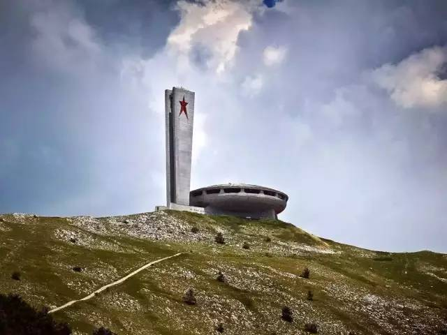保 加 利 亞 的 新 議 事 中 心 。