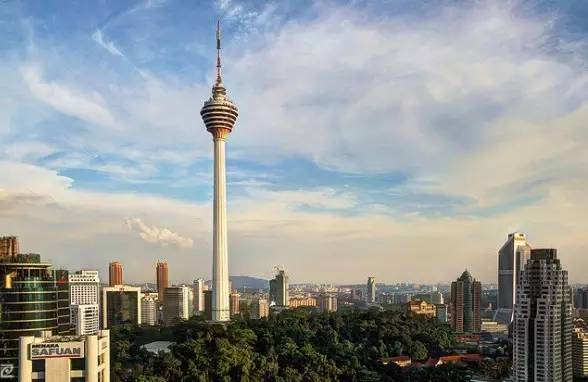 除 了 雙 子 星 塔 , 吉 隆 坡 塔 也 是 市 區 一 大 至 高 點 。