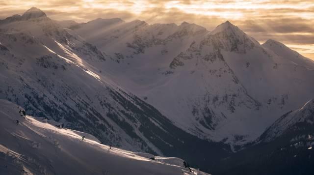 這 裡 長 年 積 雪 , 滑 雪 邊 界 深 不 可 測 |www.whistlerblackcomb.com