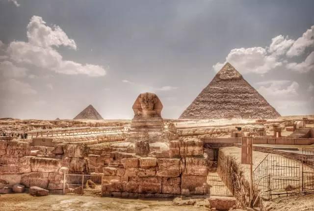 壯 觀 的 埃 及 金 字 塔。