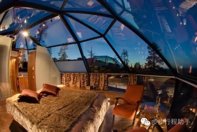 房 間 內 可 觀 賞 到 星 空 與 極 光 。