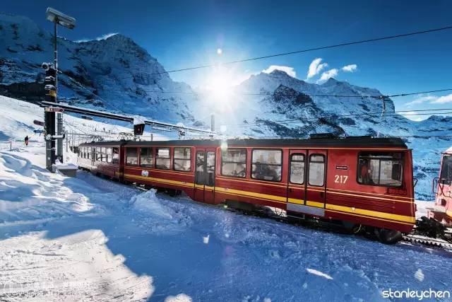 冰 川 列 車 。