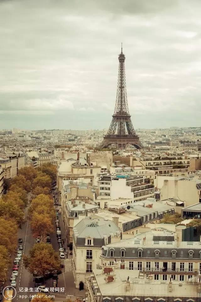 法 國 巴 黎 鐵 塔 。