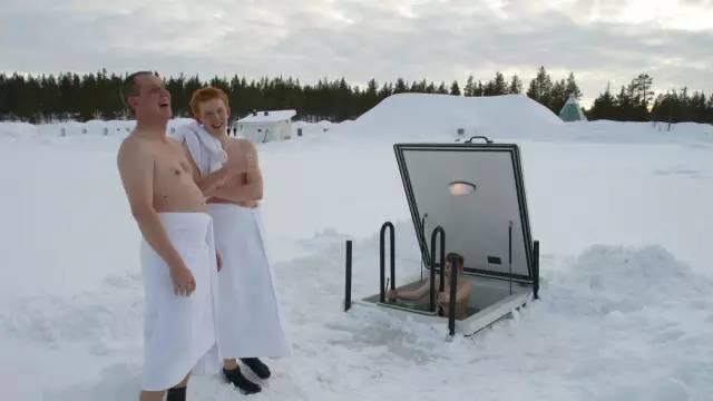 世 界 上 最 刺 激 的 裸 泳 , 莫 過 於 芬 蘭 浴 了 !