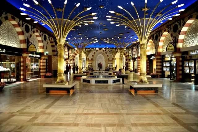 美 麗 的 阿 勒 頗 市 集 。