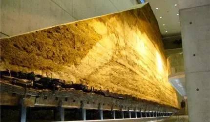 帥 氣 的 大 土 牆 。