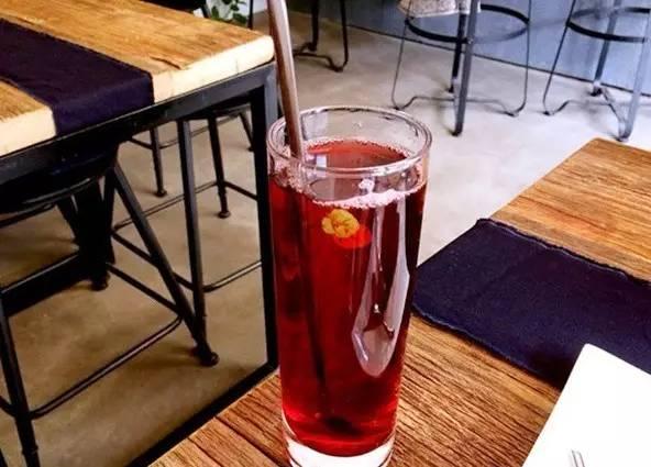 桃 花 釀 加 入 甜 酒 。