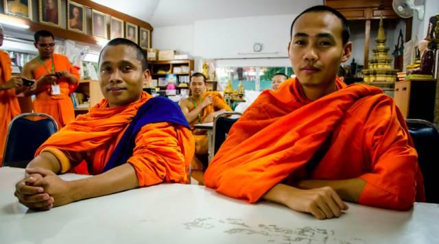 松 德 寺 的 僧 人 們 。