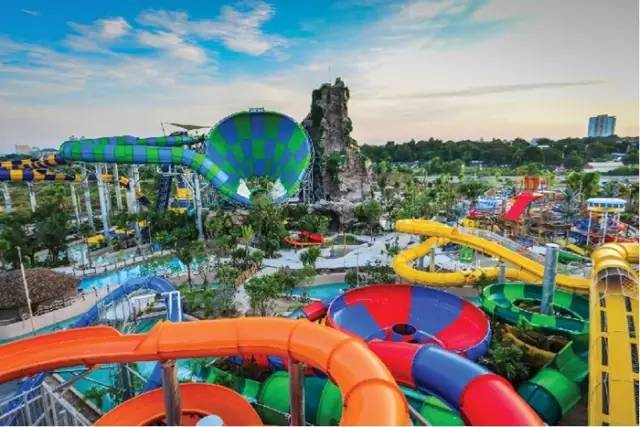 泰 國 Vana Nava 樂 園 。
