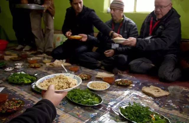 與 當 地 人 一 起 共 享 道 地  美 食 | www.abrahampath.org