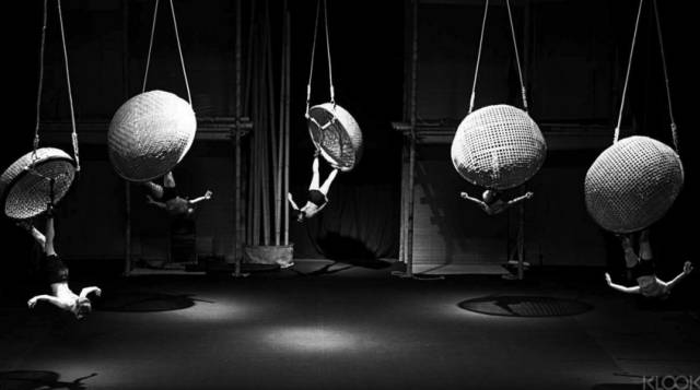 知 道 A O Show 的 人 恐 怕 不 多 , 這 絕 對 是 最 精 彩的 越 南 舞 劇 。