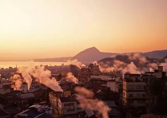 湯 煙 展 望 台 被 選 為 「 2 1 世 紀 想 要 留 住 的 日 本 風 景 」 第 二 名 。