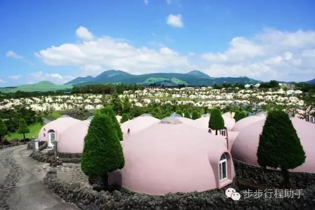 日 本 熊 本 縣 阿 蘇 農 場 渡 假 村 。