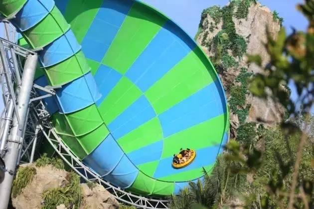 這 裡 有 著 最 新 、 最 酷 的 遊 樂 設 施 。
