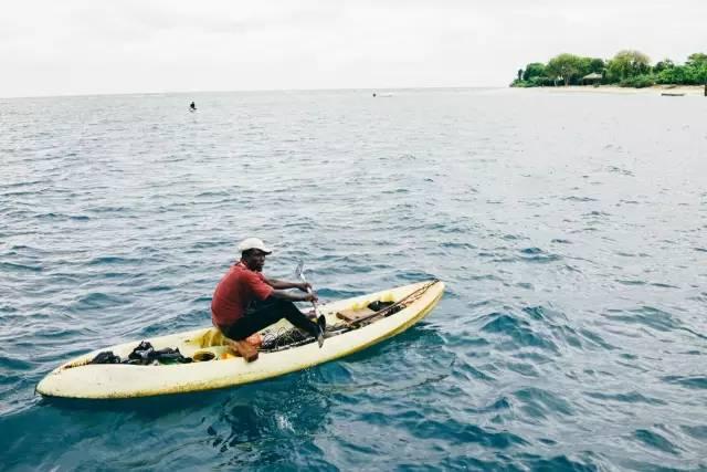 拍 攝 於 牙 買 加 鄧 恩 河 瀑 布。