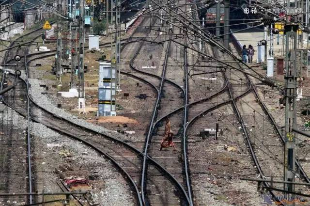 印 度 鐵 路 線 。