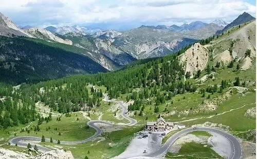 阿 爾 卑 斯 大 道 。