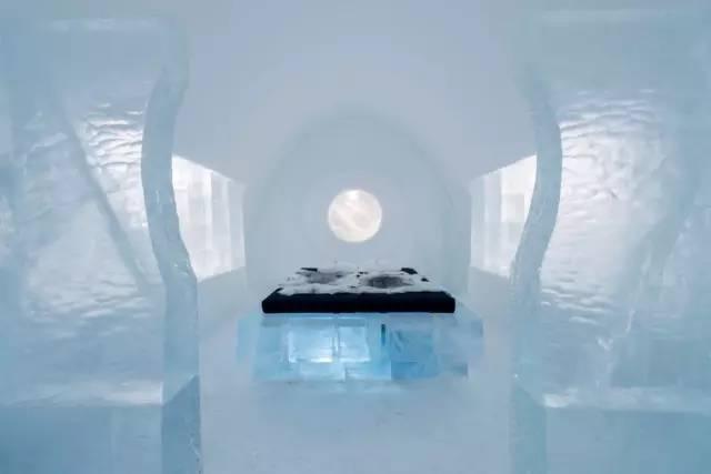 瑞 典 冰 雕 酒 店 。