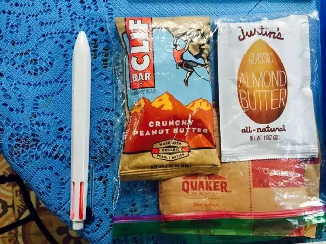 我 的 能 量 來 源 : Justin's Almond Butter 應 該 是 我 這 一 年 買 的 最 多 的 能 量 零 食 。