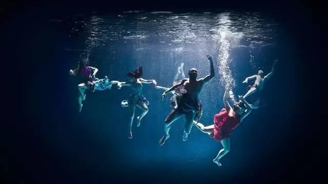 原 住 民 現 代 舞 團。