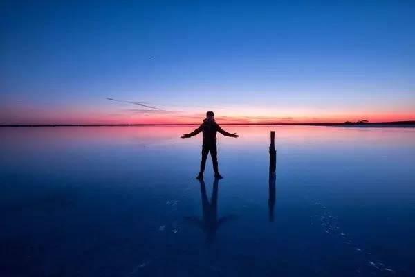 美 麗 的 鹽 湖 。