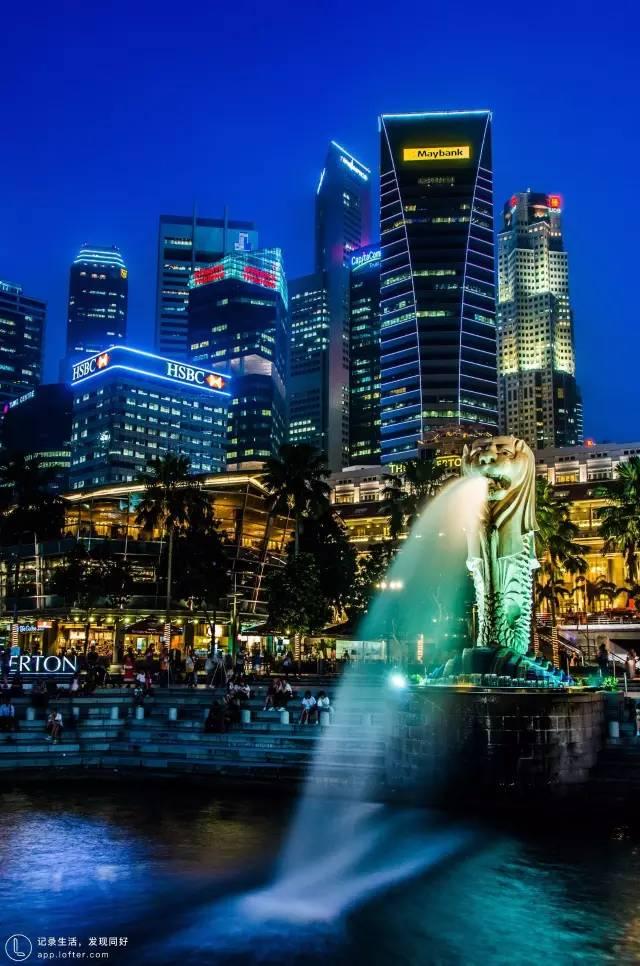 新 加 坡 。