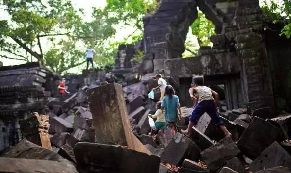 崩 密 列 寺 廟 。