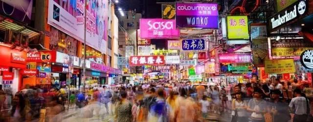 最好逛市集 這 裡 有 許 多 商 家 與 餐 廳 , 足 夠 你 逛 一 整 個 晚 上 。