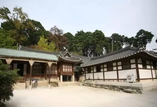 江 陵 船 橋 莊 為 朝 鮮 時 代 的 高 級 住 宅 。