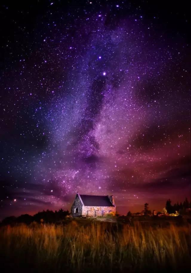 紐 西 蘭 Tekapo 小 鎮 的 星 空 。