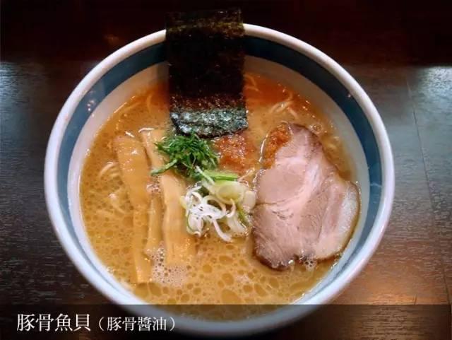 豚 骨 魚 貝 就 是 多 加 了 海 鮮 湯 底 , 喝 起 來 更 加 鮮 甜 。