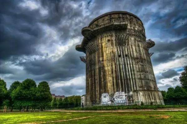 德 國 柏 林 的 碉 堡。