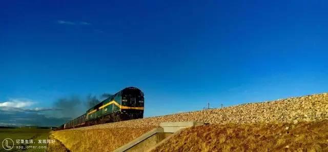 青 藏 鐵 路 。