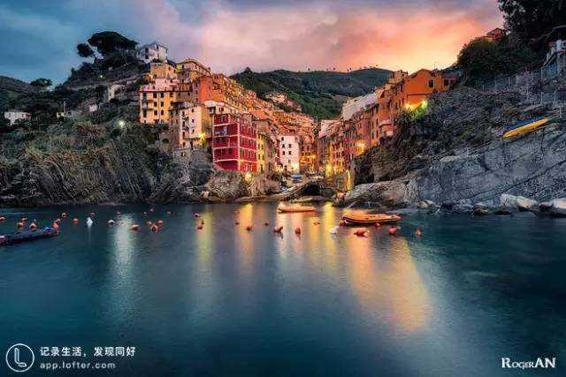 義 大 利 五 漁 村。