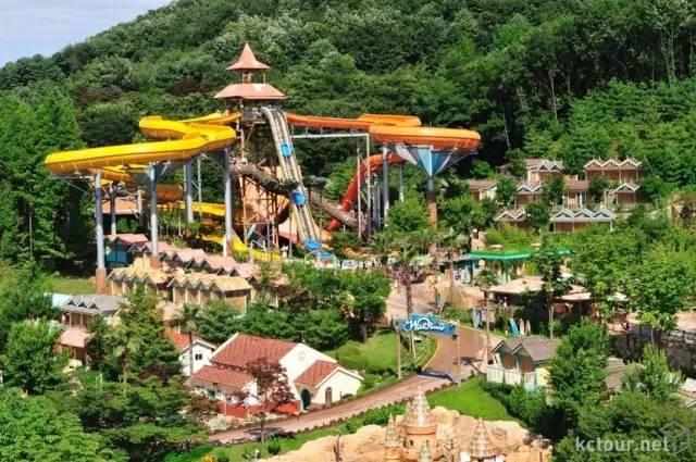 韓 國 加 勒 比 海 灣 樂 園 。