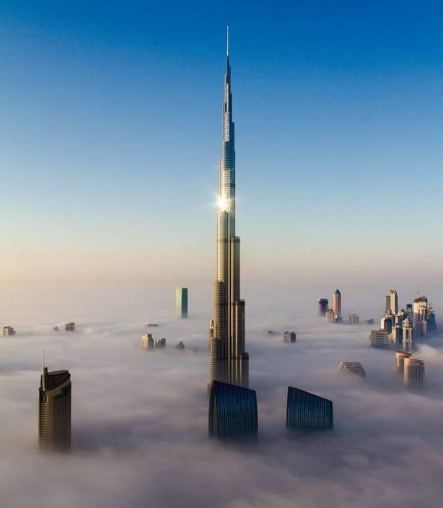 高入雲際的迪拜塔。