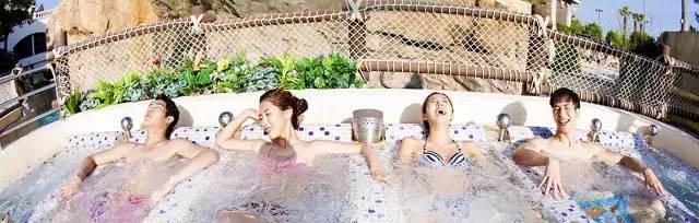 如 果 不 喜 歡 刺 激 的 遊 樂 設 施 , 也 可 以 泡 泡 溫 泉 。