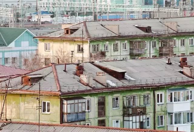 中 國 樓 房 。