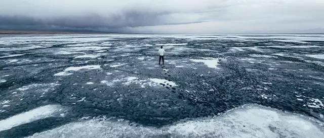 △青 海 - 漠 河 鹽 場 ,有 一 股 七 八 十 年 的 工 業 氣 息 。