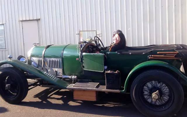 △ 這 古 董 車 真 的 能 開  !