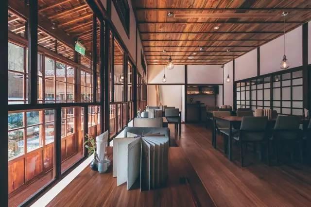 日 式 木 建 築 。