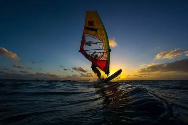 跟 著 夕 陽 乘 風 波 浪