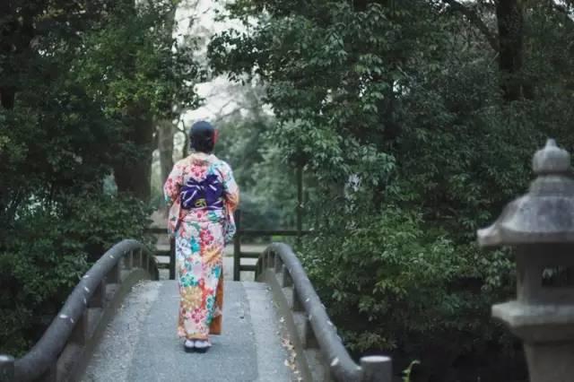 悄 悄 地 帶 走 了 , 日 本 的 春 天 , 不 留 任 何 痕 跡 , 只 留 下 一抹 回 憶
