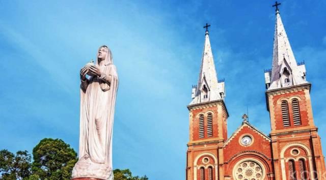 仿 巴 黎 聖 母 院 設 計 - 紅 教 堂