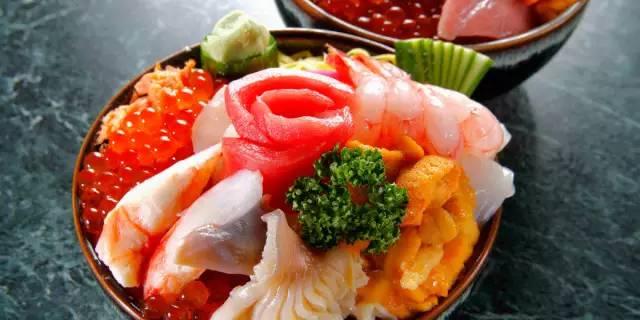 超 新 鮮 的 海 鮮 大 餐 。