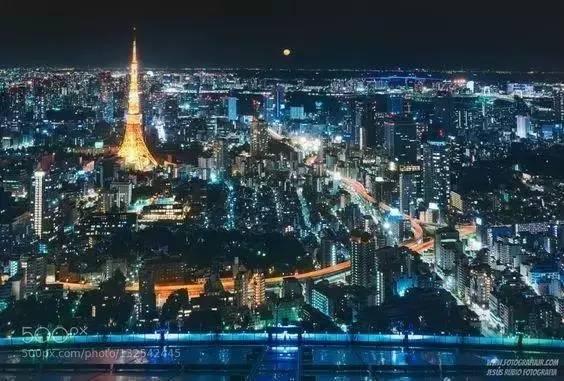 東京市區的美麗夜景非常值得一看。