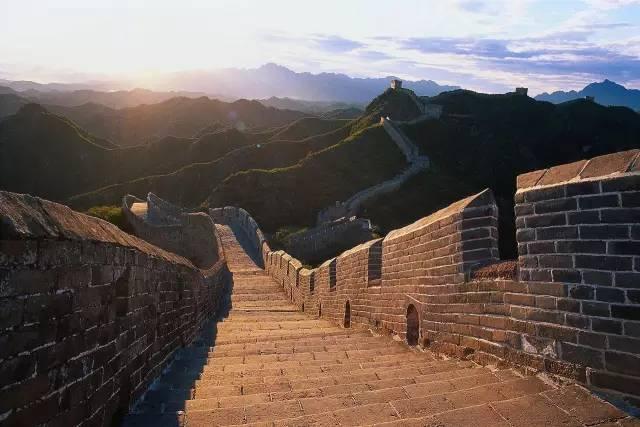中 國 長 城。