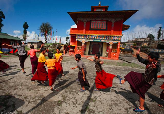 喇 嘛 舞 排 練 中。 Flickr: Tim Chong