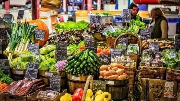 逛 菜 市 場 最 能 看 出 一 個 地 方 的 生 活 狀 態。