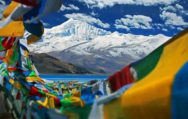 中 印 公 路 需 經 過 海 拔 高 達 5000 公 尺 以 上 的 山 。